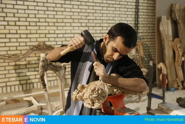 کارگر مبل